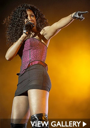 kelly-rowland-singing.jpg