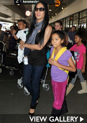 kimora-and-kids-lax-425.jpg