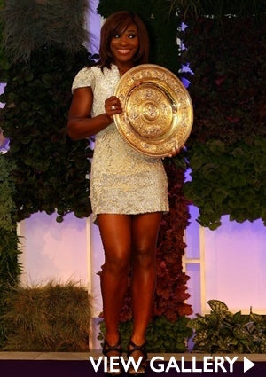 serena-williams-holds-award-425.jpg